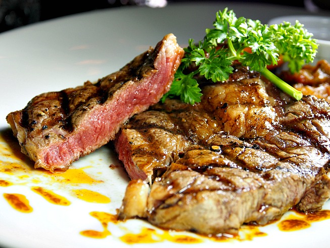 Muugu Garden Bistro, Bar & Grill – such affordable steaks!