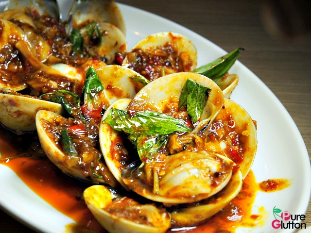 FRESH CLAMS IN THAI SAUCE